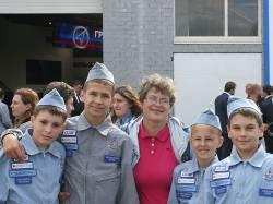 Т. Е. Галатонова и учащиеся лицея на МАКСе 2013