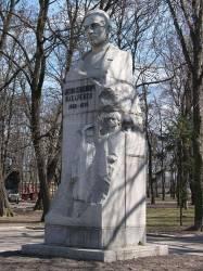 Памятник А. С. Макаренко в Харькове